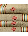 Serviette éponge marron Croix Basque 100% coton salle de bain - douche - Dussau linge basque Saint Jean de Luz