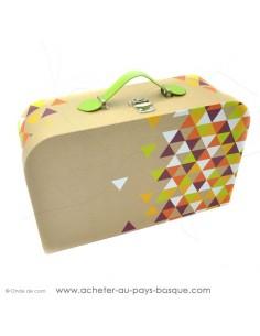 Achetez et composez votre coffret cadeau avec cette Valise carton triangles colorés poignée simili cuir vert