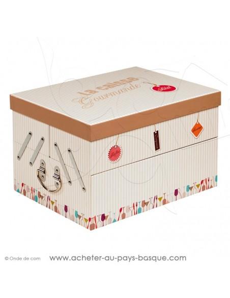 Achetez et composez un cadeau généreux en gourmandises avec cette caisse ferme rappelant la caisse à outil de papa