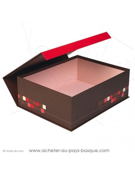 Achetez et composez votre coffret cadeau carton rectangulaire ouvert aux motifs  pixels et fermeture aimantée