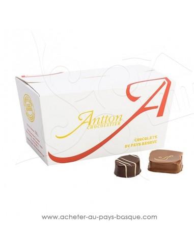 Acheter ou offrir cadeau traditionnel Ballotin de chocolats Basques  assortiment noir lait ganache praline - Antton Espelette