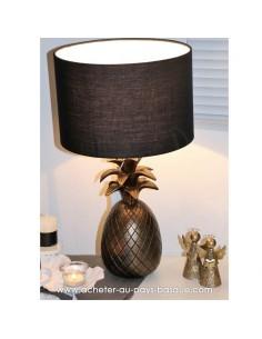 Illumination idée cadeau : Lampe ananas résine couleur cuivre abat-jour noir Pas Sage et des rêves Biarritz boutique décoration