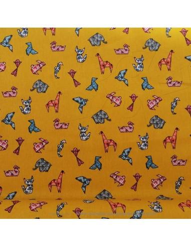 Coton motifs animaux origami colorés sur fond moutarde - Tissus Ameublement habillement - Tissus des Docks Biarritz