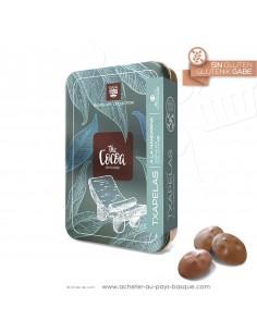 boite métal de chocolats en forme de bérets Basques au LAIT 42% et mandarine - Rafa Gorrotxategi maitre chocolatier