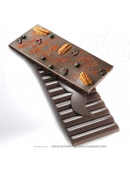 Tablette Chocolat noir au piment d'Espelette noix de pécan groseille - Rafa Gorrotxategi maitre chocolatier basque