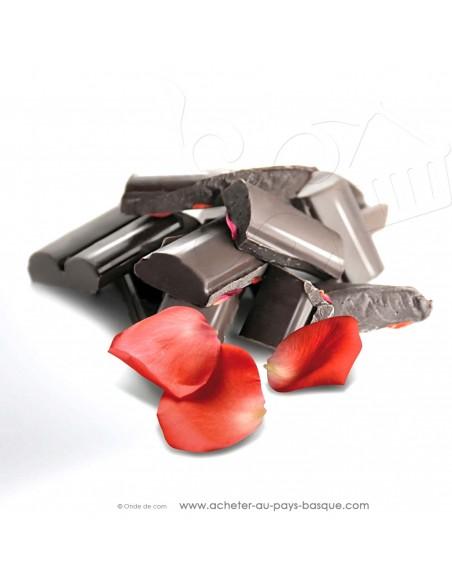 zoom Tablette Chocolat Basque noir pétales de rose - epicerie sucrée en ligne - Rafa Gorrotxategi maitre chocolatier basque