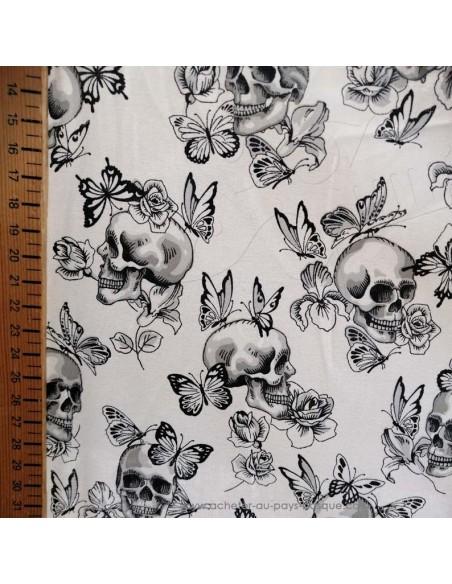 Zoom Tissu coton ameublement motifs noirs et blancs papillon et tete de mort cranes - coussin rideaux linge de lit biarritz